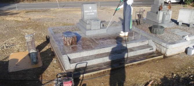 お墓の整理・クリーニングなどリフォーム工事をしました