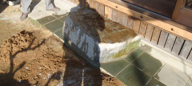 庵治石細目石のくつぬぎ石を設置しました