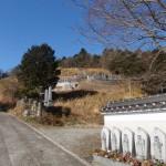 田舎の墓地は険しい現場が多いです