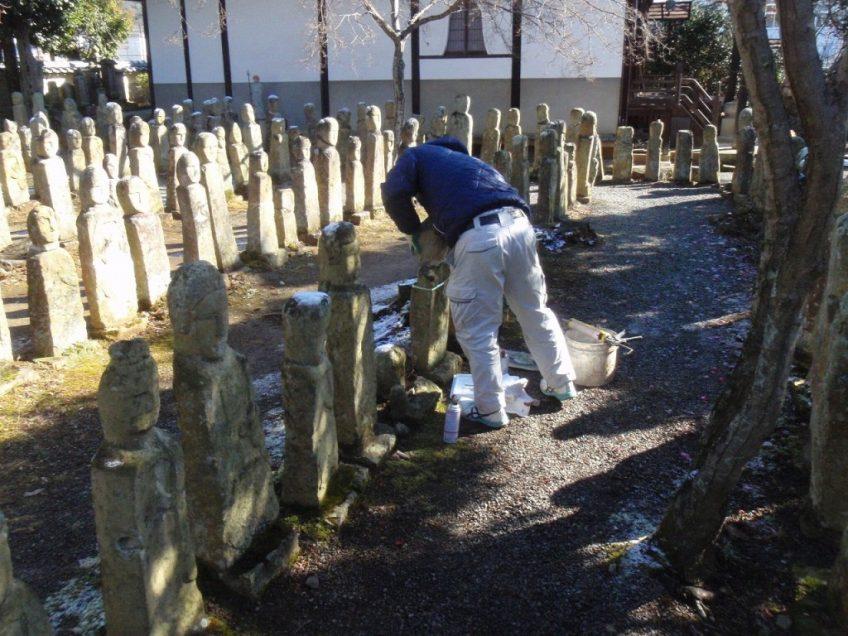 加西市の観光名所 五百羅漢の石仏修理