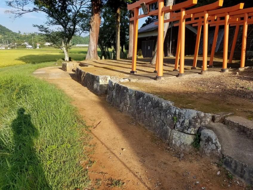 加西市山田町の神社の石垣修復を行いました