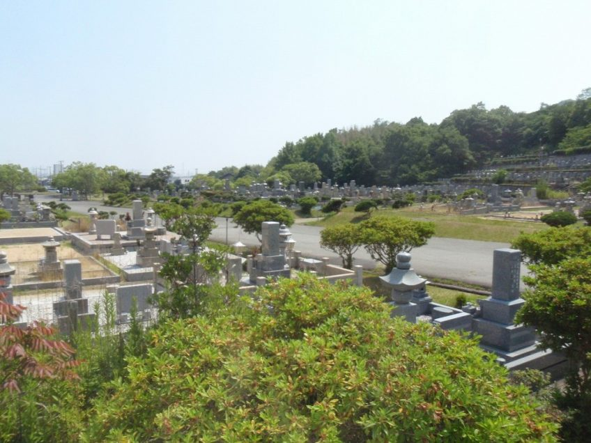 高砂市営墓地で追加文字彫り